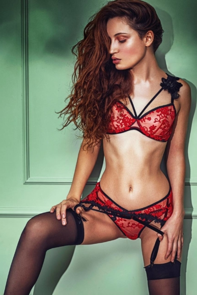 A03-Mademoiselle red and black